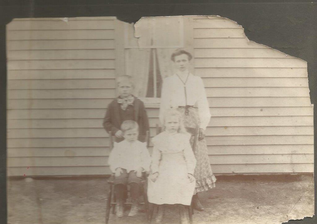 Hulda (16 yrs), Algot, Henry and Eda Wickland